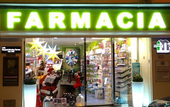 Las farmacias de Raquel Alcolea, en Tomelloso, y Gracia